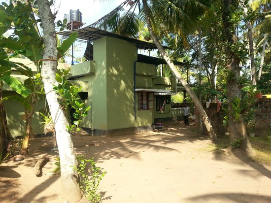 Sharanagati Yogahaus : House and grounds