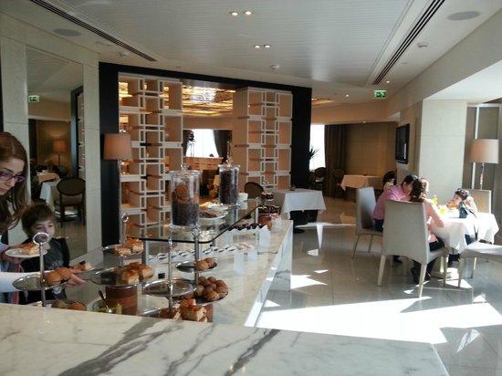 Sheraton Dubai Mall of the Emirates Hotel: Club Lounge