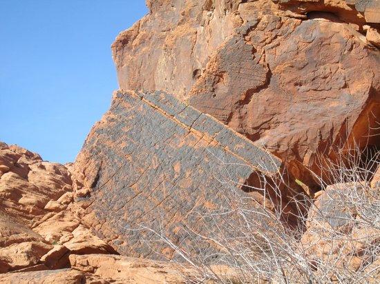 Pink Jeep Tours Las Vegas : Petroglyphs