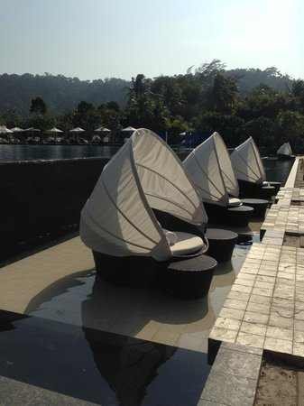 The Danna Langkawi: Loungers overlooking the beach