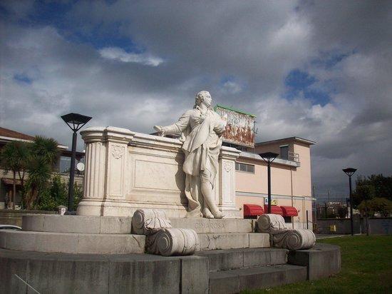 Monumento a Domenico Cimarosa