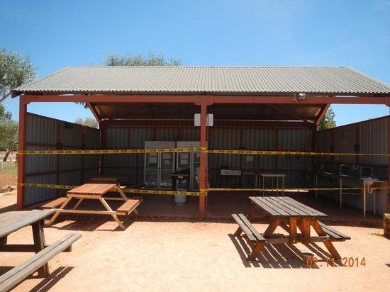 Ningaloo Caravan & Holiday Resort: Kitchen Closed Off, No Garbage Cans