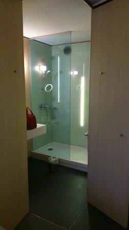 """Mercure Valenciennes: Chambre """"Privilège"""", la salle de bain"""