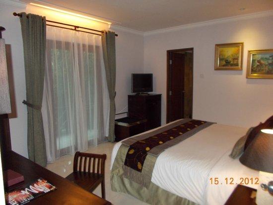 Risata Bali Resort & Spa: Master bedroom