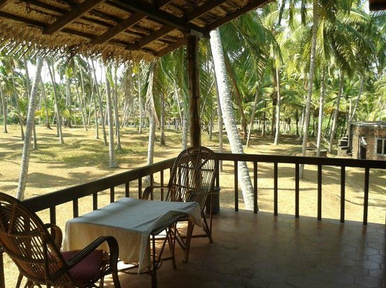 Mektoub: private balcony - coconut grooves - paddy fields
