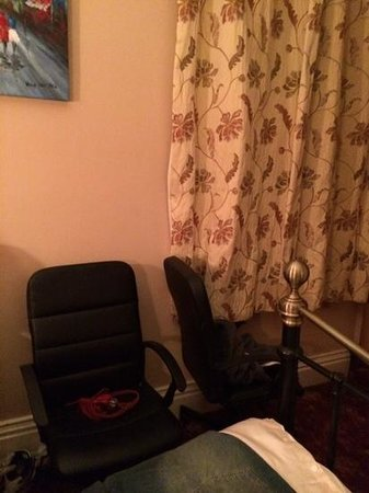 Glendale Guest House: room 2 office swivel chairs....