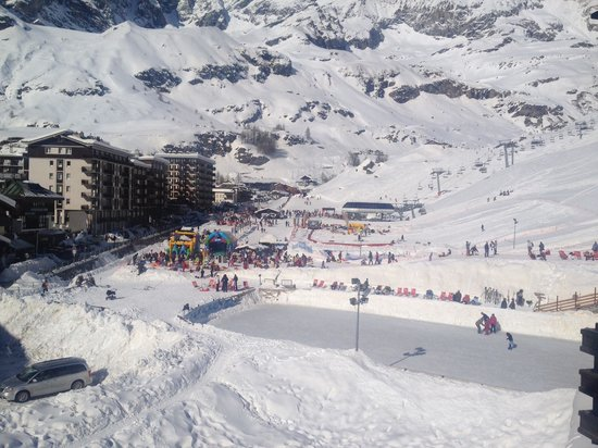 Hotel Breuil : View from our balcony of chair lift