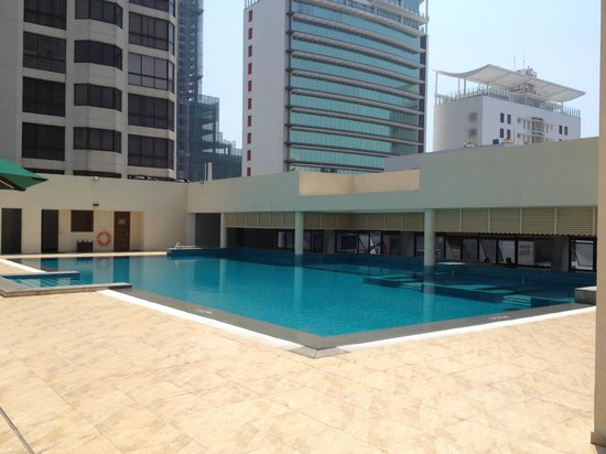 Cinnamon Grand Colombo: Roof top pool
