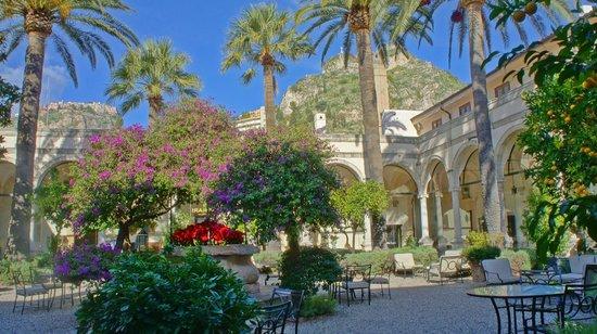 San Domenico Palace Hotel : Vista del giardino interno