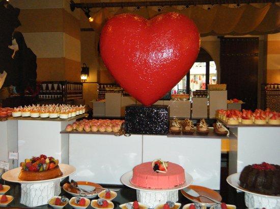 Jumeirah Mina A'Salam: CAKE