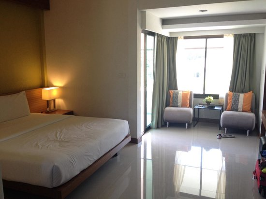 PS Hill Resort: Spacious, tidy room