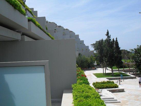 The Westin Athens Astir Palace Beach Resort: oda balkonundan otelin görünümü