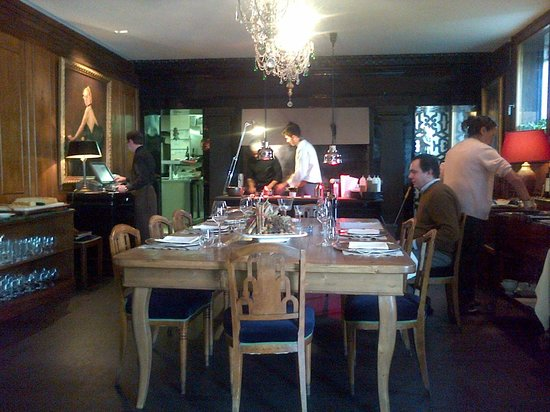 Tavolone con vista su cucina foto di al ceppo roma for A tavolone