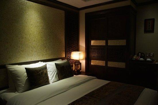 Golden Lotus Luxury Hotel: łóżeczko