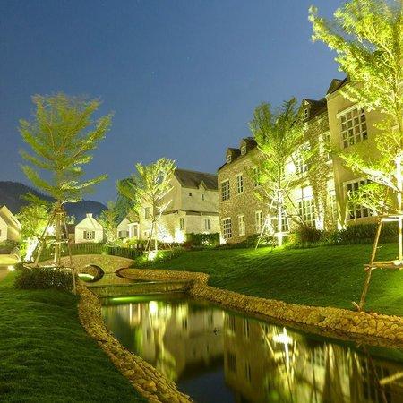 Thames Valley Khao Yai : Thames Valley at night