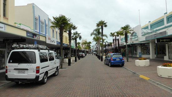 Vines and Views Tours : One of the main streets in town with a mall through the middle.