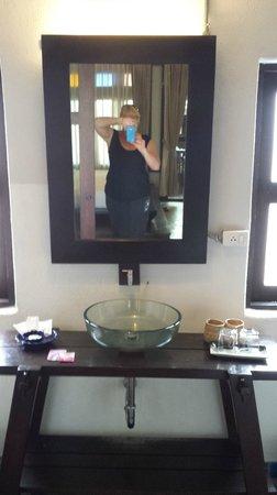 BanThai Village : Me in the mirror, day 1.