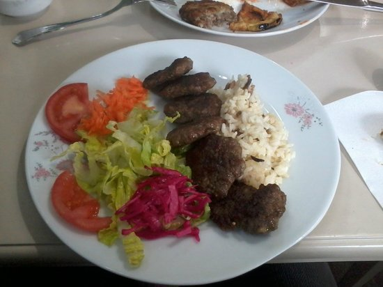 Cukurcuma Koftecisi : Meatballs