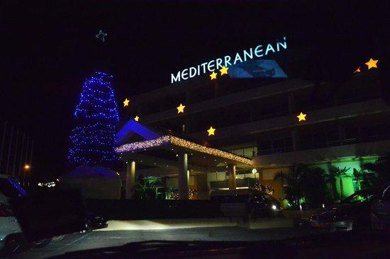 Mediterranean Beach Hotel : HOTEL FACADE