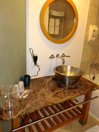 Guam Plaza Resort & Spa: デザインが素敵なバスルーム