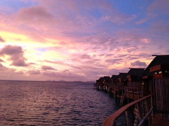 Likuliku Lagoon Resort: Overwater Bures