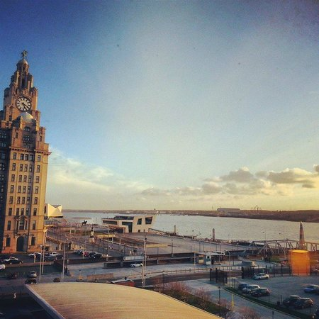 Crowne Plaza  Liverpool City Centre: Gorgeous view from Room 401!
