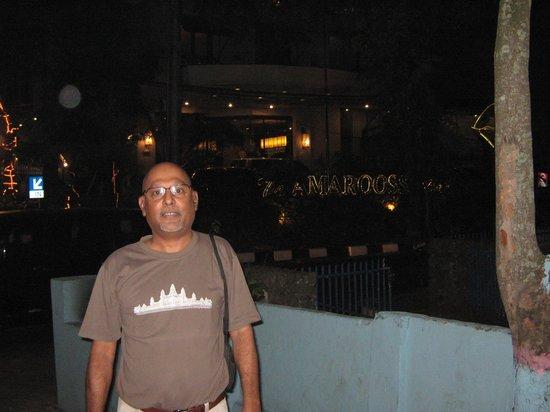 Amaroossa Bandung: the entrance at night