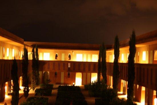 Kenzi Club Agdal Medina: Intérieur du RIad la nuit