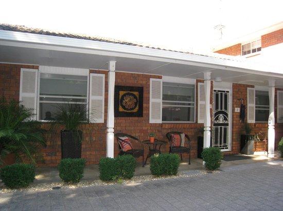 Westwood Lodge : Apartment entrance