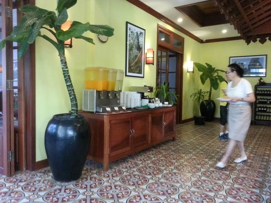 Royal Crown Hotel & Spa: They serve two types of juice, coffee, tea and water
