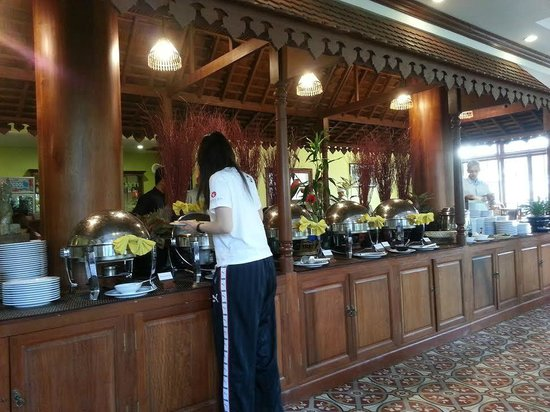 Royal Crown Hotel & Spa: The dining hall