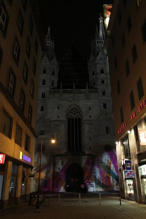 Hotel Am Stephansplatz: View from front entrance of the hotel to Cathedral