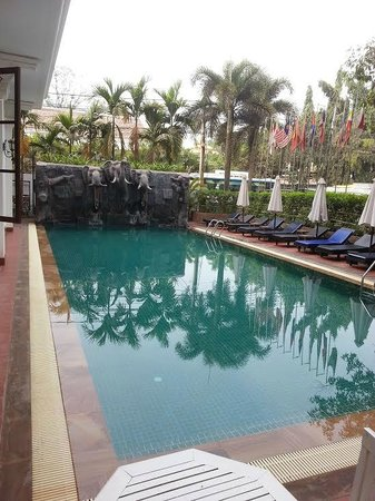 Royal Crown Hotel & Spa : The salt water pool
