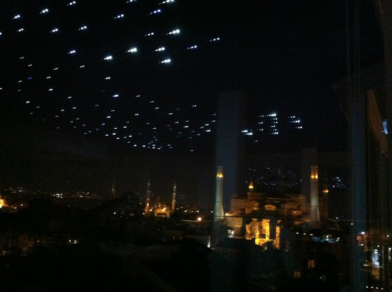 Adamar Hotel: Panorama notturno dal ristorante