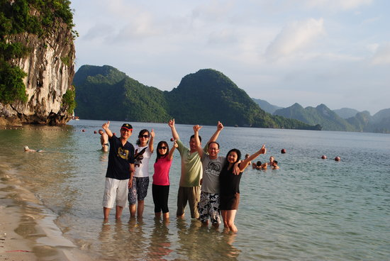 World Mate Travel - Vietnam Day Tours : Halong bay tour with Karine Lim Lih Peng's group