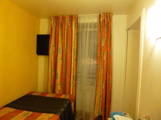 Hotel Le Grillon : Vue de la chambre