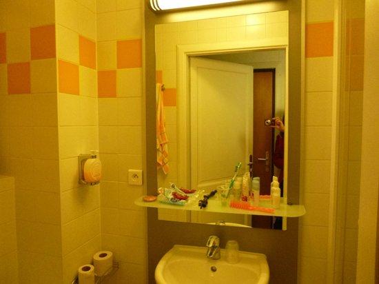 Hotel Le Grillon: Salle de bains