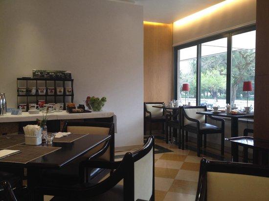 NH Lisboa Campo Grande : Desayunando, muy acogedor.