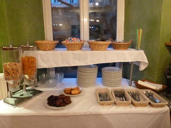 Hotel Le Grillon: Petit déjeuner