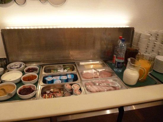 Hotel Le Grillon : Petit déjeuner