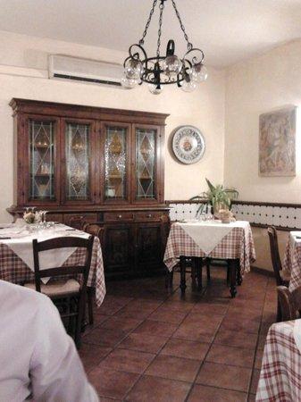Osteria La Porta del Chianti: ..l'interno del locale..