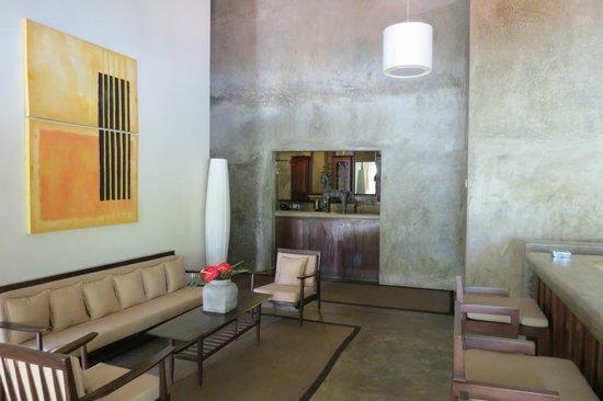 Taru Villas - Lake Lodge : just outside the room
