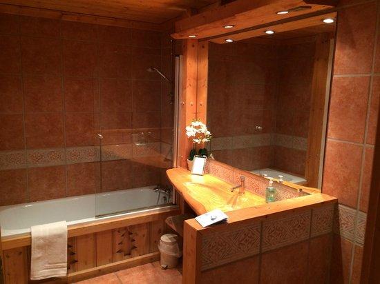 Chalet Les Jumelles: Ground floor bathroom