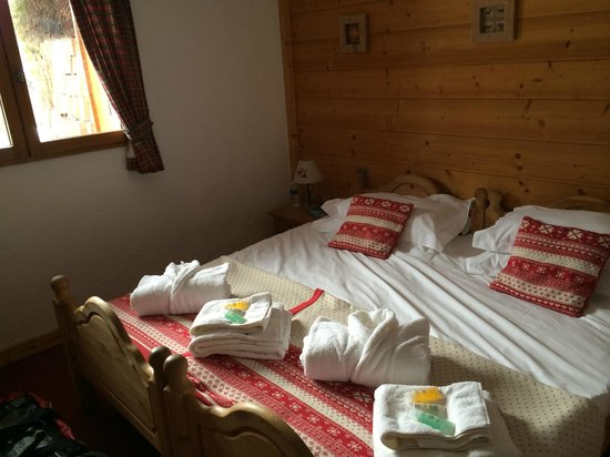 Chalet Les Jumelles: One of the ground floor bedrooms