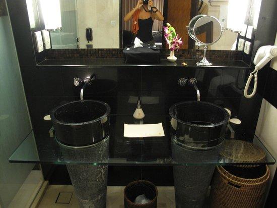 Banyan Tree Bangkok: Bathroom