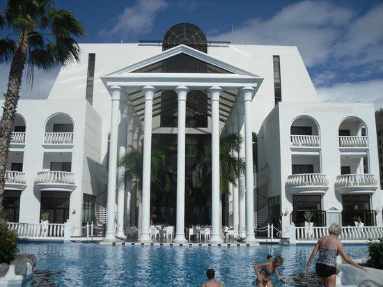 Guayarmina Princess Hotel : Beautiful pillars with marble flooring