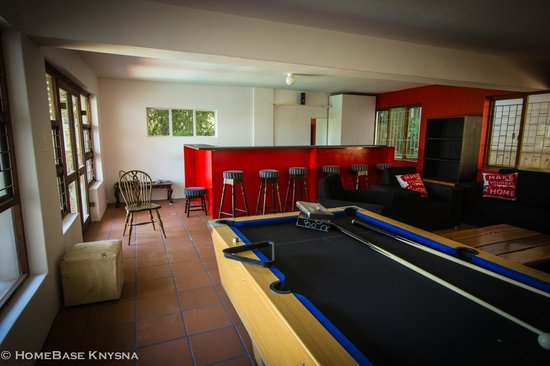 HomeBase Knysna: Bar and pool table