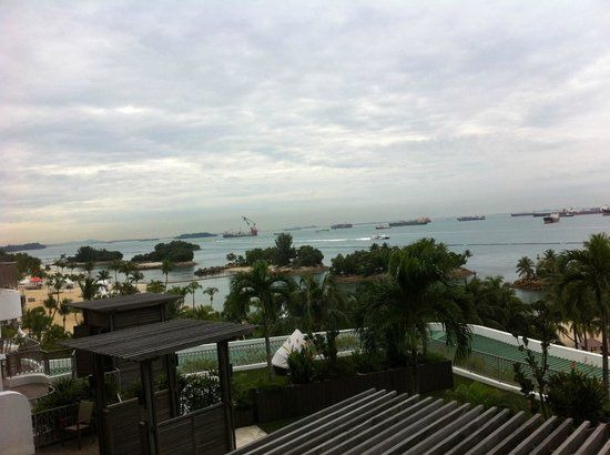 Shangri-La's Rasa Sentosa Resort & Spa : Sea view from my balcony