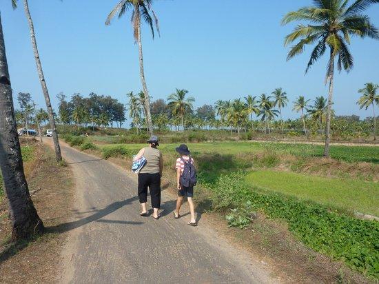 Walk to Sunset Beach, Betalbatim