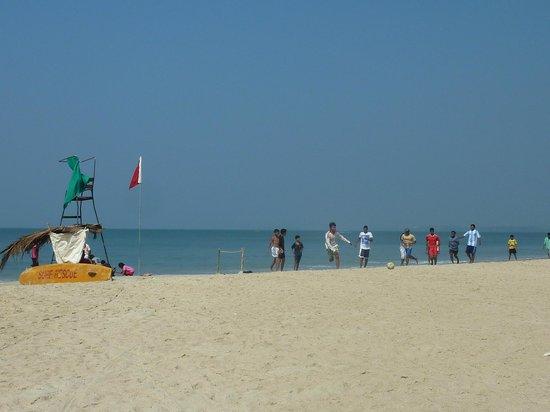 A's Holiday Beach Resort: Sunset Beach, Betalbatim